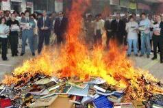 Bruciate tutti i libri – Poesia di Emanuela Arlotta